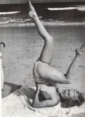 Marilyn doing yoga? Obsessed!